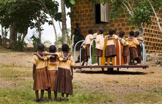 gira-giras-geram-energia-melhoram-qualidade-de-vida-na-África-550x354